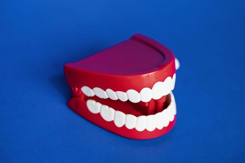 デンタルマウスピースで歯列矯正